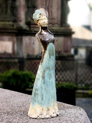 Gabriela VIDOVÁ - Dáma (2009), Technika: Keramická plastika, Rozmery: 45 cm
