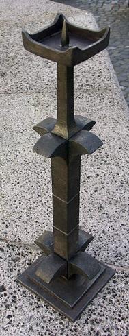 JURAJ  KOPNICKÝ - Svietnik (2008), Technika: kovaný svietnik, Rozmery: 47x12,5x12,5 cm