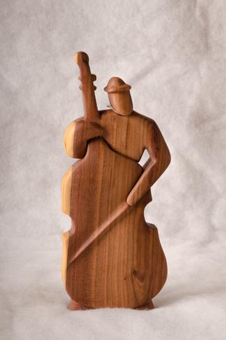 Vincent BANDÚR - Hra na basu (2018), Technika: drevorezba, Rozmery: 24x10